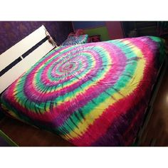 Brighten teen girl's bedroom with the cheap price tie dye bedding sets. Colorful colors create clean, pastel pattern give the hippie style tie dye bedding sets its distinct contemporary style. Neon Bedding, Teen Bedding Sets, Tie Dye Bedding, Toddler Girl Bedding Sets, Cheap Bedding Sets, Luxury Bedding Sets, Modern Bedding, Colorful Bedding, Affordable Bedding