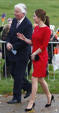 Confira os looks de Kate Middleton durante a segunda gravidez - Vida & Estilo - Estadão Kate Middleton, Princess Charlotte, Duke And Duchess, The Past, Hair, Clothes, Fashion, Second Pregnancy, Vestidos