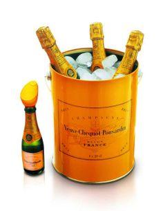 love little bottles Champagne Buckets, Champagne Party, Pop Up Bar, Orange Party, Veuve Clicquot, Painted Boxes, Sparkling Wine, Bottle Design, Prosecco