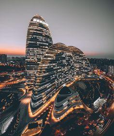 """Mi piace"": 25.2 mila, commenti: 97 - 🌍 Art & Architecture Magazine (@modern.architect) su Instagram: ""Wangjing Soho by Zaha Hadid (R.I.P. 1950-2016), 📍 #Beijing #China ... 📸 @josephlulu"""