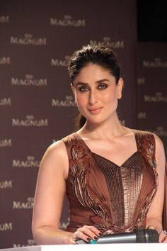 From caught looking fabulous to caught in the act, bollysnapped brings you snapshots of all your favorite Bollywood stars. Bollywood Stars, Bollywood Actress Hot Photos, Beautiful Bollywood Actress, Most Beautiful Indian Actress, Bollywood Fashion, Beautiful Actresses, Indian Bollywood Actress, Actress Photos, Kareena Kapoor Khan
