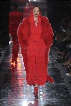 Take a look to Alexandre Vauthier Haute Couture Fall Winter the fashion accessories and outfits seen on Parigi runaways. Alexandre Vauthier, Christophe Lemaire, Red Fur, Abed Mahfouz, Lou Doillon, Phoebe Philo, David Koma, Gareth Pugh, Malene Birger