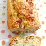 Cake salé. Base : 1 yaourt (fromage blanc 0% possible), 3 pots de farine, 3 oeufs, 1 sachet de levure, 1 pot et demi de lait, fromage râpe (à volonté, il donne du moelleux), sel et poivre - On peut ensuite ajouter tous les ingrédients que l'on souhaite à la base. Exemples: courgettes, tomates, poivron, chèvre, feta, mozarella, lardons, jambon, saumon, tomates séchées, olives, choziro...
