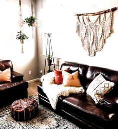 Boho Living Room, Living Room Decor, Diy Macrame Wall Hanging, Macrame Wall Hangings, Macrame Mirror, Macrame Curtain, Macrame Art, Deco Boheme, Diy Wall Decor