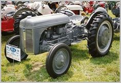 Tractor ID History - Ford Fordson Collectors Association 8n Ford Tractor, New Tractor, Antique Tractors, Vintage Tractors, Trailer Tires, Engine Block, Old Fords, Steel Wheels, Diesel Engine