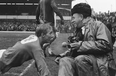 Denis Law takes a breather in 1965 Manchester United Images, Manchester United Players, Leeds United, Football Icon, School Football, Munich Air Disaster, Liverpool Images, Denis Law