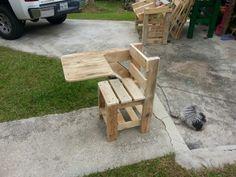 Pupitre con paletas Picnic Table, Outdoor Furniture, Outdoor Decor, Barn Wood, Home Decor, Standing Desks, Pallets, Furniture, Decoration Home