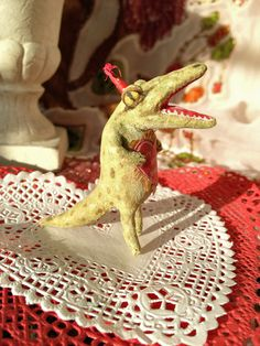 Valentine Alligator is in Love~Spun Cotton Batting by Arbutus Hunter Needle Felted Ornaments, Felt Ornaments, How To Make Ornaments, Antique Christmas Ornaments, Christmas Tree, Felt Pincushions, Zipper Crafts, Weird And Wonderful, Felt Animals