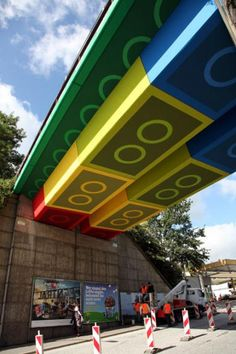 Street artist Megx converted a bridge in Wuppertal, Germany into a giant Lego st. - Street artist Megx converted a bridge in Wuppertal, Germany into a giant Lego structure using colore - 3d Street Art, Street Art Graffiti, Amazing Street Art, Street Artists, Amazing Art, Graffiti Artists, Graffiti Artwork, Urban Street Art, Graffiti Lettering