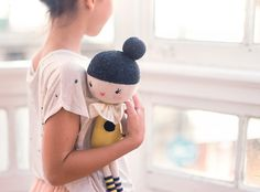 If you're looking for a special gift for your kids, you really can't go wrong with a handmade doll. They are loveable, soft, and most important they awaken imagination and stimulate creativity. Today we introduce you to Lauvely, a new brand of handmade knitted toys and kid's posters. Laura Cima, a graphic designer, is in charge […]