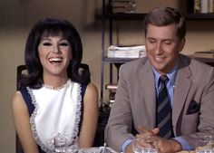 That Girl - Marlo Thomas & Ted Bessell Fashion Tv, 1960s Fashion, That Girl Tv Show, Ted Bessell, Marlo Thomas, 80 Tv Shows, Daddys Little Girls, Old Tv, Classic Tv