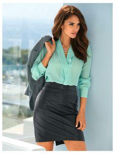 Le chemisier, votre atout working girl, avec une jupe en cuir.... on adooore !