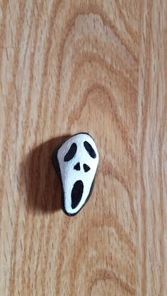 Scream mask painted Rock