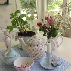 Luv the tea pot❤️❤️❤️❤️❤️ Rainbow Kitchen, Cosy Kitchen, My Ideal Home, Pip Studio, Shabby Cottage, Bullet Journal Inspiration, Country Chic, Soft Colors, Shabby Chic Decor