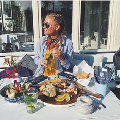 Claartje Rose, Dutch Blogger, stripes blouse, yellow, braids, summer, food, sun