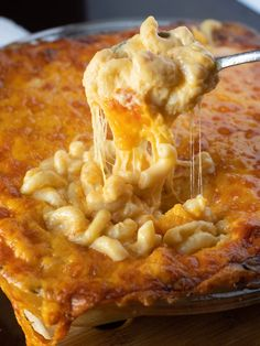 The CHEESIEST Macaroni and Cheese That EVER Lived!The absolute cheesiest mac and cheese recipe ever! 5 cheeses make up this dish of comfort. Southern Macaroni And Cheese, Cheesy Mac And Cheese, Best Macaroni And Cheese, Macaroni Cheese Recipes, Macaroni Pie, Macaroni And Cheese Casserole, Mac Cheese, Cheddar Cheese, Mac And Cheese Recipe Soul Food