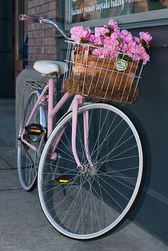 """Nothing compares to the simple pleasure of riding a bike. Kennedy ""Nada se compara com o simples prazer de andar de bicicleta"". Velo Retro, Velo Vintage, Vintage Stil, Vintage Bicycles, Vintage Pink, Bicycle Basket, Old Bicycle, Bicycle Art, Old Bikes"