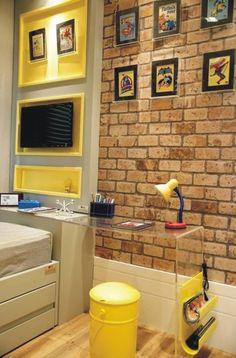 Quarto com papel de parede adesivo Dona Cereja. Modelo: Tijolo Inglês