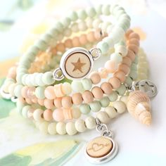 With wood beads as the base you make the most beautiful jewelry. Beach Jewelry, Diy Jewelry, Jewelery, Handmade Jewelry, Jewelry Design, Fashion Jewelry, Jewelry Making, Bracelet Crafts, Seed Bead Bracelets