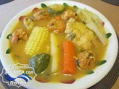 Sopa de pollo con albóndigas.