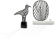 Les diffuseurs Oiseau et Ramure, deux nouvelles créations du Studio Jean-Marc Gady pour la maison diptyque.   Tout en gardant le principe de diffusion lente par capillarité, ces mini sculptures en plâtre véhiculent efficacement le jus parfumé et mettent en scène le rituel.  Ces deux créations sont une exclusivité pour la collection Bazar de diptyque. Dès septembre dans les boutiques diptyque.
