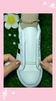 How To Tie Shoes, Your Shoes, Diy Home Crafts, Crafts For Kids, Shoe Crafts, Clothing Hacks, Lace Up Shoes, Lace Sneakers, Ways To Lace Shoes