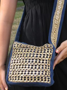 Shoulder Bags – Denim Bag Whit Gold Pull-Tabs – a unique product by Handmade-by-IrinaK on DaWanda Soda Tab Crafts, Can Tab Crafts, Pop Tab Purse, Soda Can Tabs, Old Jeans, Crochet Handbags, Denim Bag, Top Pattern, Bag Making