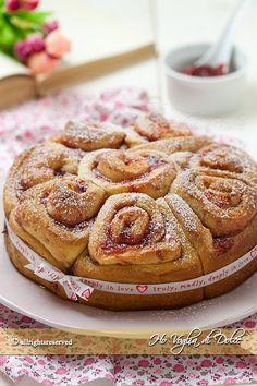 torta-delle-rose-con-marmellata-ricetta-facile