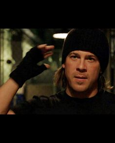 Leverage's Elliot Spencer (Christian Kane) wins every fight - he doesn't need a gun, appetizers will do just fine.