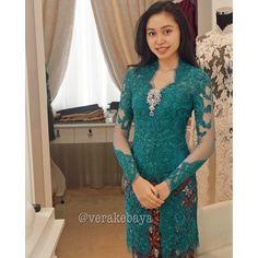 58 ideas for diy fashion dresses fabrics Vera Kebaya, Kebaya Lace, Kebaya Brokat, Batik Kebaya, Dress Brokat, Kebaya Dress, Batik Dress, Lace Dress, Kebaya Muslim