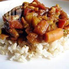 Schnelles Gemüsecurry / Dies ist ein schnelles, gesundes, veganes Abendessen nach einem langen Arbeitstag. Das Curry mit Reis oder Naanbrot servieren. Schmeckt auch gut mit Ofenkartoffeln. @ de.allrecipes.com