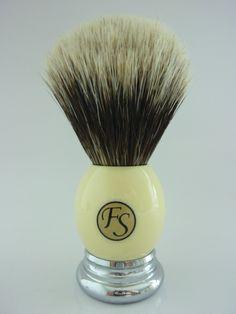 Frank shaving - Silvertip Badger