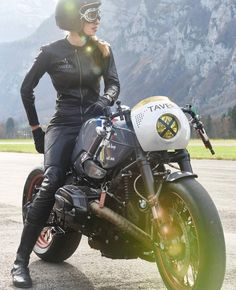 @sabine3racing is all business, seen here with @vtrcustoms monster BMW R9T via…