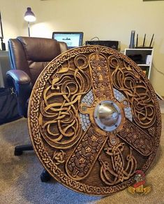 Less Known Weapons of the Vikings Celtic Shield, Viking Shield, Viking Warrior, Wood Carving Art, Wood Art, Viking Facts, Viking Life, Viking Woman, Medieval Shields