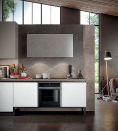 Ne pasionează bazele ridicate de la sol în ultimul timp pentru alternanțele de volume orizontale și verticale, un ritm vizual ca leitmotiv pentru întreaga compoziție. Punctul central de lucru este unitatea de gătire cu baze ridicate, compusă din plită, cuptor și hotă, inclusiv spații de depozitare. Comunicarea cu zona de spălare este mediată la orizontală de un blat laminat kalì brown stone, inclusiv cu panoul de perete. Design-ul este cubist, geometric, axat pe utilitate, simplu și la… Kitchen Island, Kitchen Cabinets, Home Decor, Island Kitchen, Decoration Home, Room Decor, Cabinets, Home Interior Design, Dressers