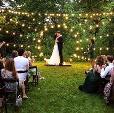 Вечерняя церемония при свете лампового солнца В кадре #гирляндаВольта ____________ Организация: @honeymoodwedding Декор: @regil.sisters