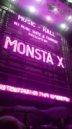 It was on monsta x beautiful in paris , i change the color in purple with an effect