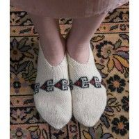 Ravelry: Persian Slippers pattern by Donna Druchunas - I love these so hard! Magic Loop Knitting, Knitting Videos, Knitting Designs, Knitting Patterns, Knit In The Round, Knitted Slippers, Patterned Socks, Slipper Boots, Stockinette