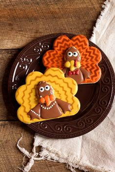 Chevron Turkey Cookies Chevron Turkey Cookies with www. Thanksgiving Cookies, Thanksgiving Turkey, Turkey Cookies, Royal Icing Decorations, Cookie Decorating, Gingerbread Cookies, Holiday Recipes, Delish, Chevron Cookies