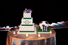 The wedding cake matched their color scheme,  but Mariana had a surprise groom's cake made for Matt.