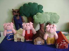 Kit para decoração de festas e cenários da estória infantil dos 3 Porquinhos contendo: 3 casinhas (12x15cm), 1 Lobo Mau de 35cm e 3 porquinhos de 25cm. R$ 210,00