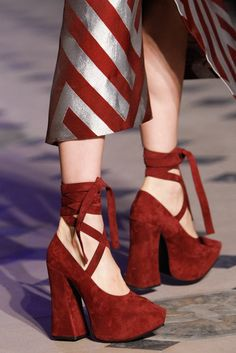 Vivienne Westwood Fall 2014 Ready-to-Wear Fashion Show - Vivienne Westwood Fall 2014 Ready-to-Wear Accessories Photos - Vogue -. Sock Shoes, Cute Shoes, Me Too Shoes, Shoes Heels, Footwear Shoes, Shoes Sneakers, Fashion Week, Look Fashion, Fashion Shoes