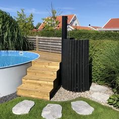 pool wooden deck Stepstone outside shower stairs Above Ground Pool Decks, In Ground Pools, Diy Swimming Pool, Pool Steps, Alpine Plants, Garden Types, Wooden Decks, Aquatic Plants, Pool Landscaping