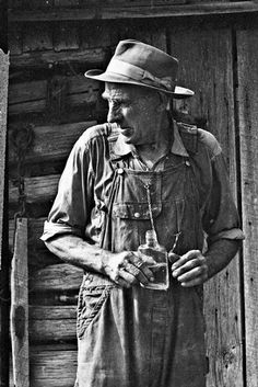 "thisisappalachia: ""Steeley Huddleston poses for a photograph outside his home near Eagan, Tenn. in by Caroline Kennedy "" Antique Photos, Vintage Pictures, Vintage Photographs, Old Pictures, Old Photos, Appalachian People, Dust Bowl, Vintage Farm, Famous Photographers"