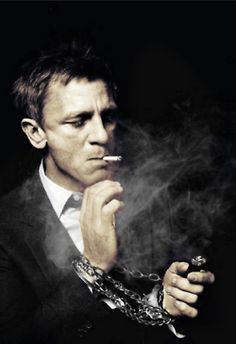 only one can pull this. Daniel Craig smoking portrait in black and white. / By Murray / January 2012 Daniel Craig, Skyfall, Foto Portrait, Portrait Photography, White Photography, Sorry Justin, Beautiful Men, Beautiful People, Don Corleone