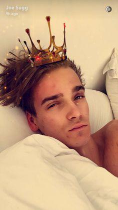 One sexy, sleepy Sugg coming right up. Joe Sugg Youtube, Joseph Sugg, Sugg Life, British Youtubers, Snapchat Filters, My Best Friend, Sexy, Bedroom Inspiration, Rabbits