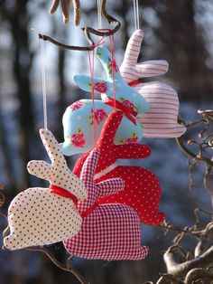 unglaublich Easter decoration – five bunnies – a unique product by Doki-Design on DaWanda - Dekoration Site / 2019 Spring Crafts, Holiday Crafts, Holiday Decor, Bunny Crafts, Easter Crafts, Easter Decor, Happy Easter, Easter Bunny, Diy And Crafts