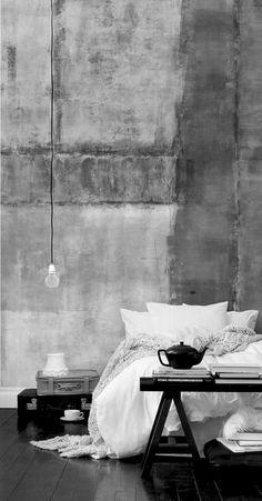 Ambiance Industriel chic... J'adore cette lampe qui arrive délicatement au dessus de la table de nuit