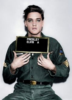 A great poster of Elvis Presley! His US Army enlistment photo - just before he got the G. Check out the rest of our fantastic selection of Elvis Presley posters! Need Poster Mounts. Lisa Marie Presley, Priscilla Presley, Elvis Presley Lyrics, Elvis Presley Photos, Elvis Presley Army, Elvis Sings, Graceland, Imagenes Pink Floyd, Young Elvis