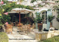 BOSC ARCHITECTES - MICHEL SEMINI paysagiste - JACQUES GRANGE décorateur - Mas de pierre Bergé à Saint-Rémy de Provence - jardin et terrasse
